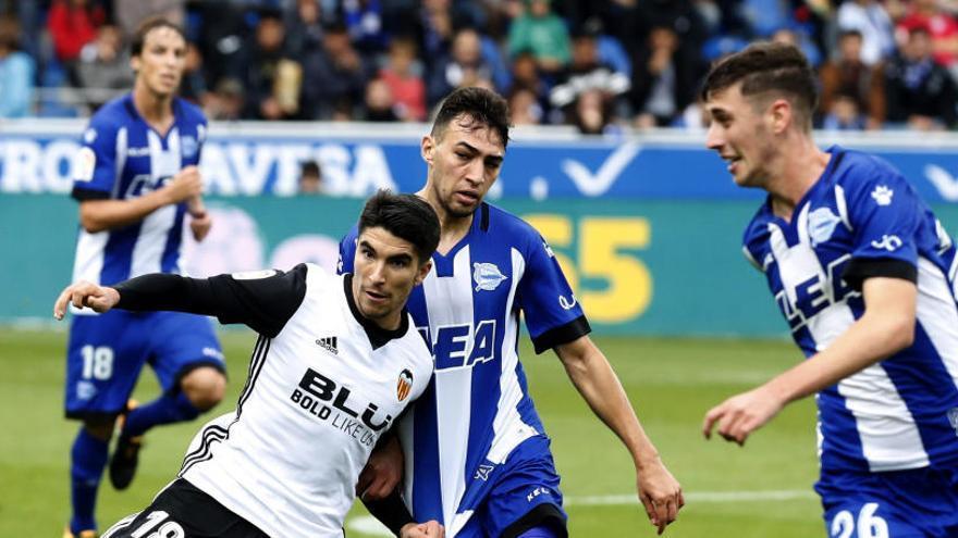 El Valencia gana al Alavés como los grandes