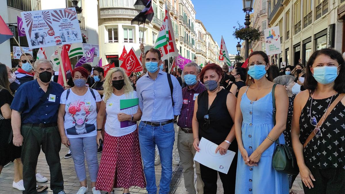Dirigentes de Unidas Podemos en la manifestación de trabajadores de Opplus.