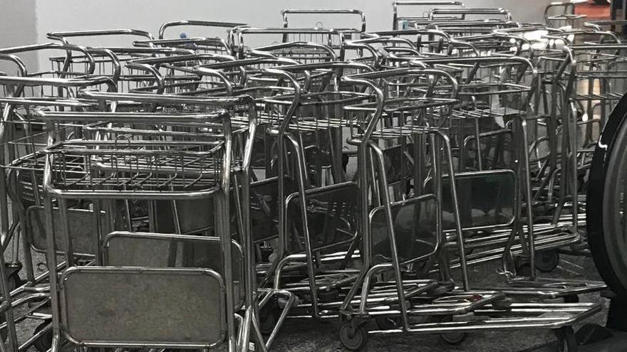 Los empleados de los portaequipajes de Son Sant Joan comienzan una huelga indefinida