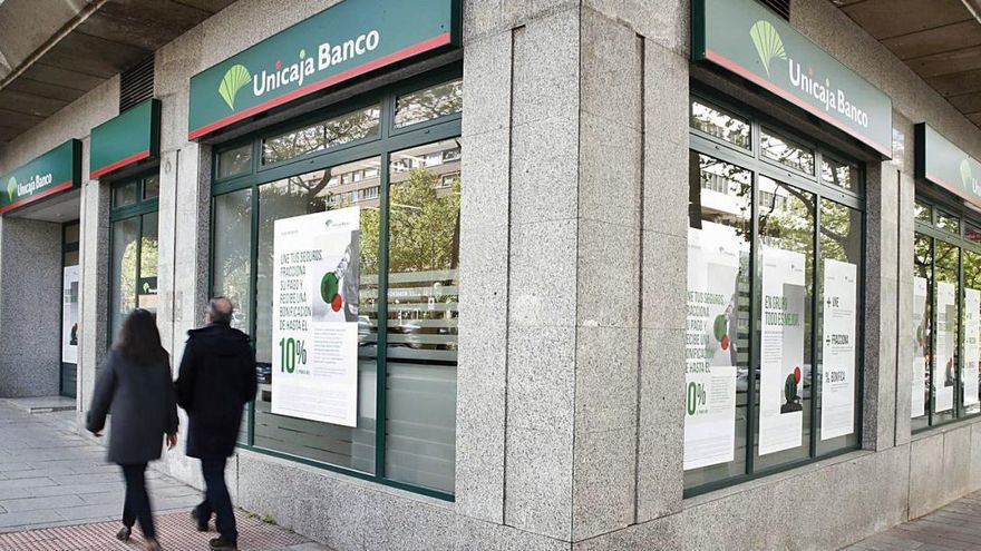 Unicaja y Liberbank se atascan en la recta final de las negociaciones de fusión