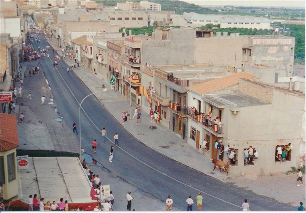 Obras en julio de 1990 en la N-340 de Almenara para derribar el muro.