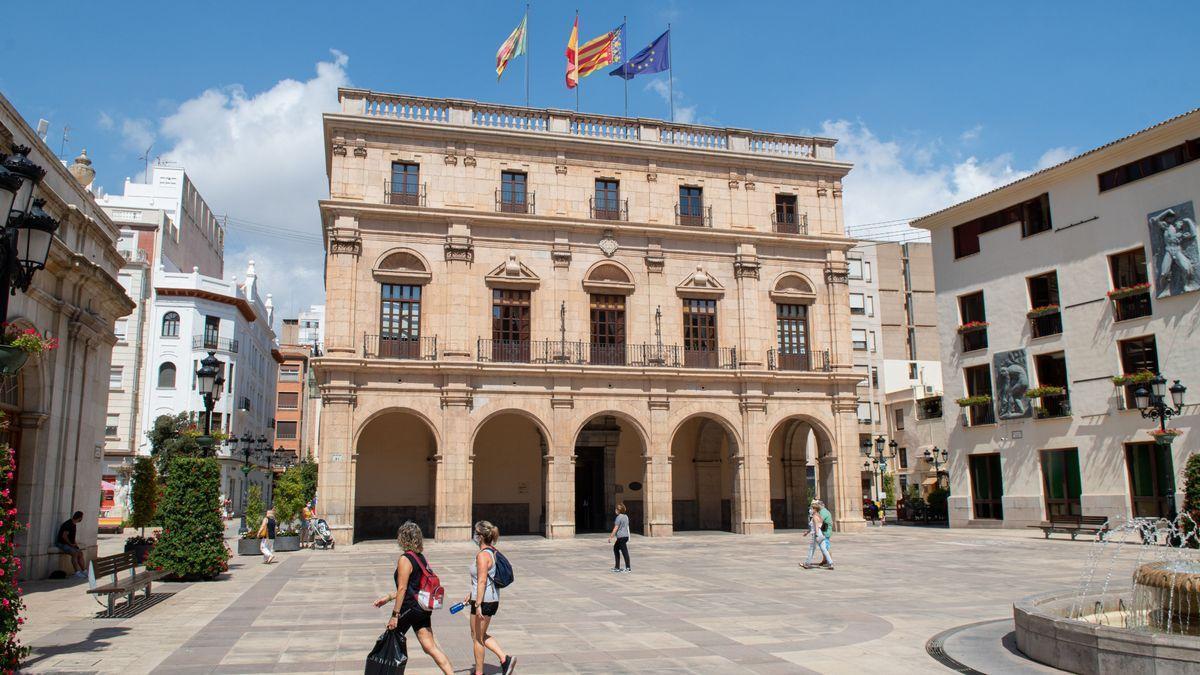 El Ayuntamiento de Castelló visto desde la plaza Mayor