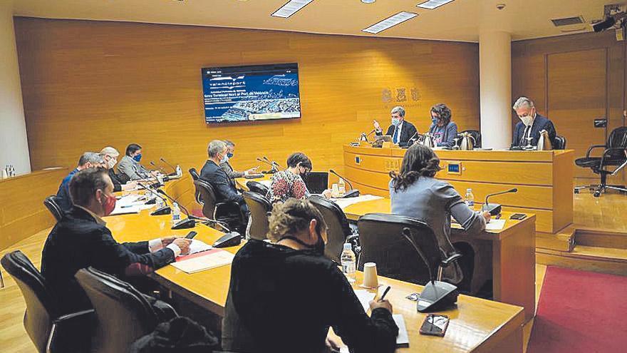 """Martínez defiende en las Corts la ampliación del recinto del Grao para evitar su """"congestión"""" en 2030"""