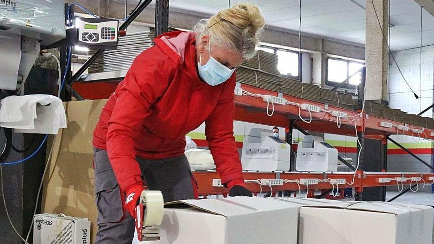 El mercat de treball de la pandèmia castiga més les dones que els homes
