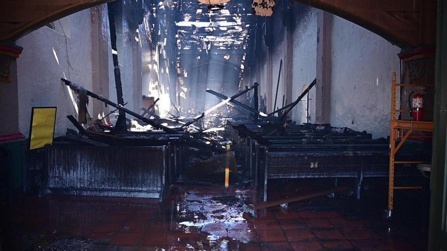Un incendio destruye parcialmente una iglesia fundada por Junípero Serra en Los Ángeles
