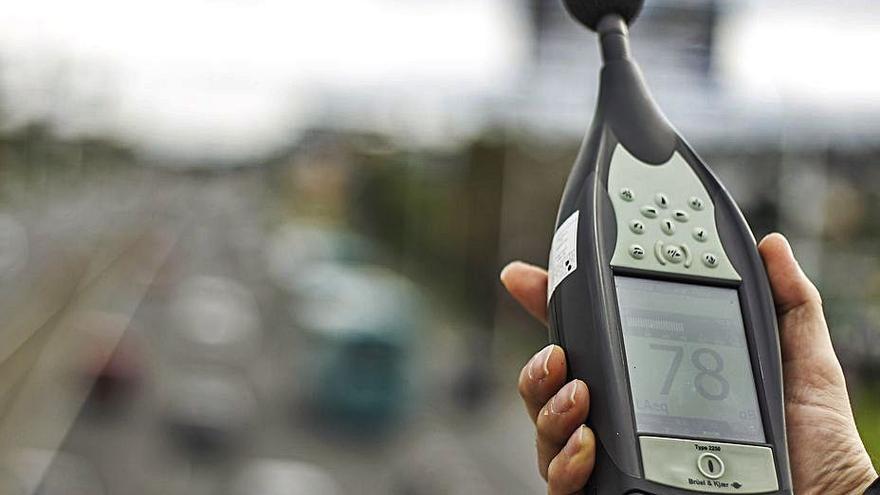 Betanzos lleva a pleno su primera ordenanza para combatir el ruido, con multas de hasta 300.000 euros