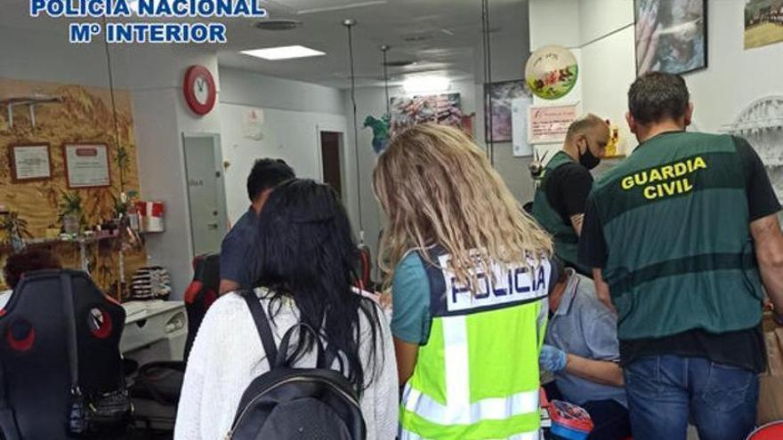 Detenen cinc persones i obren deu expedients a establiments de Girona en un operatiu conjunt contra l'explotació laboral