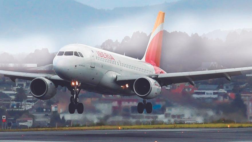 Cancelados cuatro vuelos en la terminal de Alvedro durante este fin de semana por la huelga de Iberia en El Prat