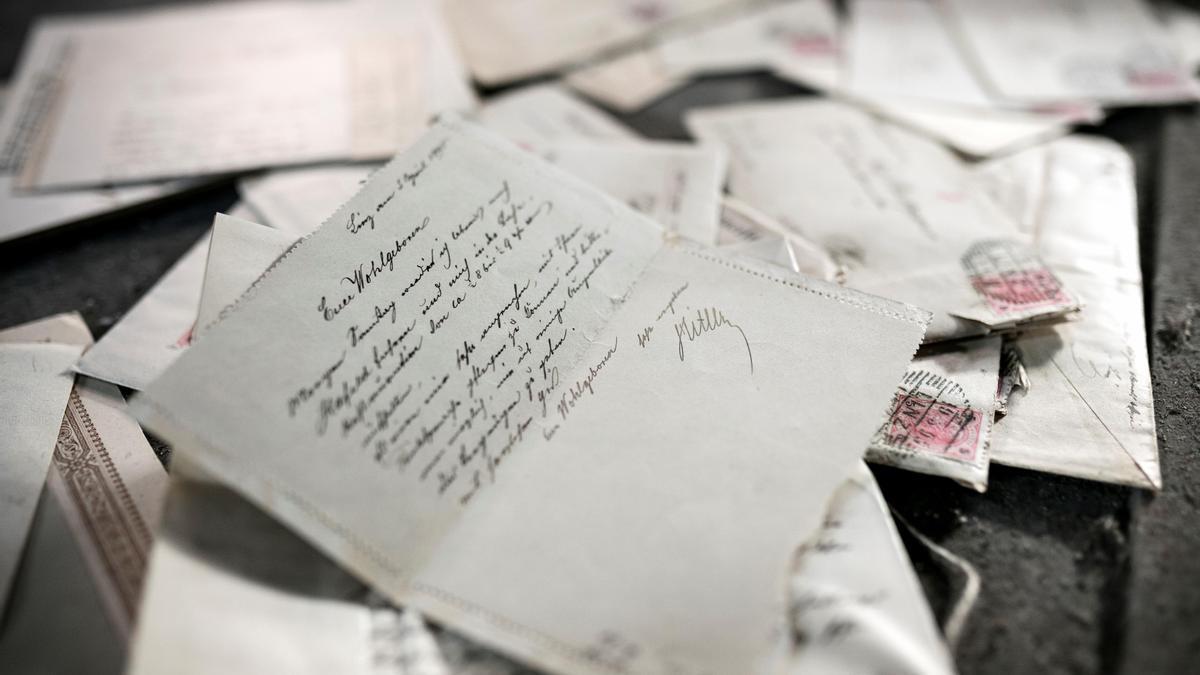 Una de las cartas manuscritas de Alois Hitler, el padre de Adolf Hitler