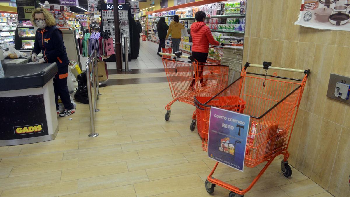 Interior del supermercado Gadis.