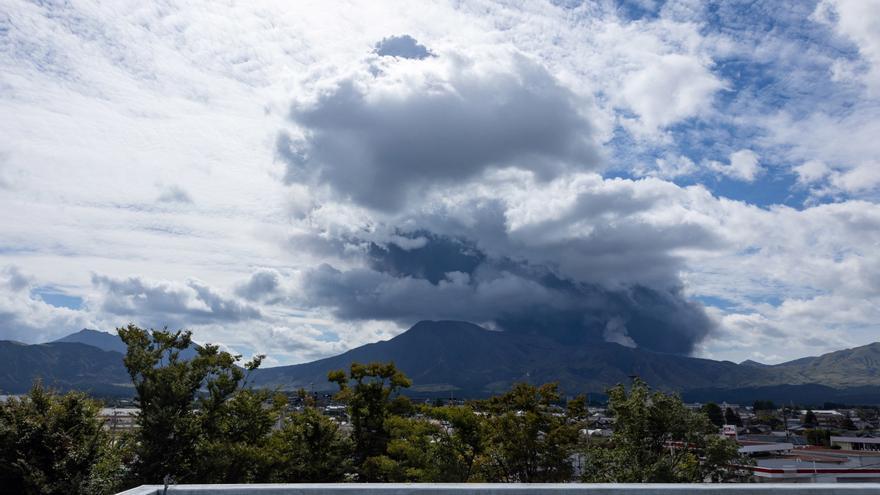 Entra en erupción uno de los volcanes más activos de Japón