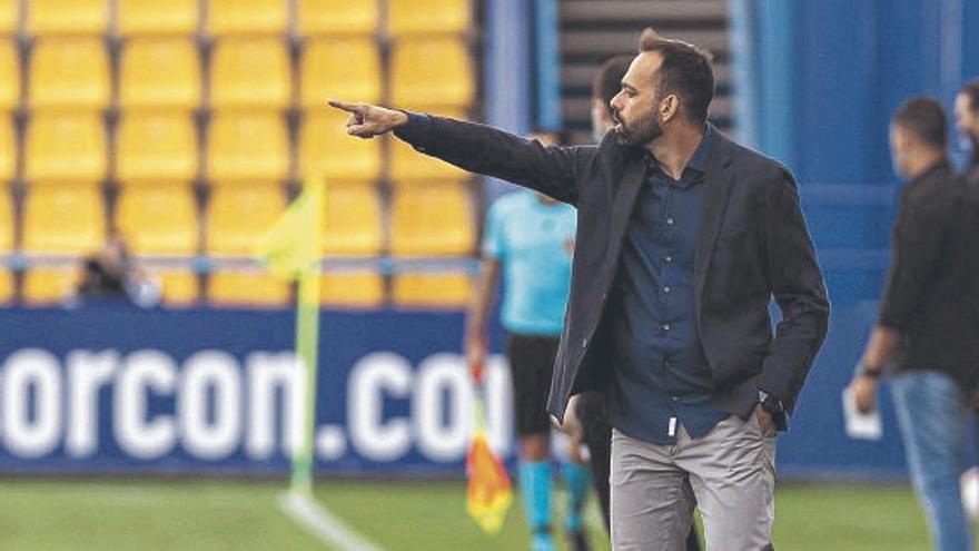 """Fran Fernández dice que el error de Ortolá """"no es de fútbol profesional"""""""