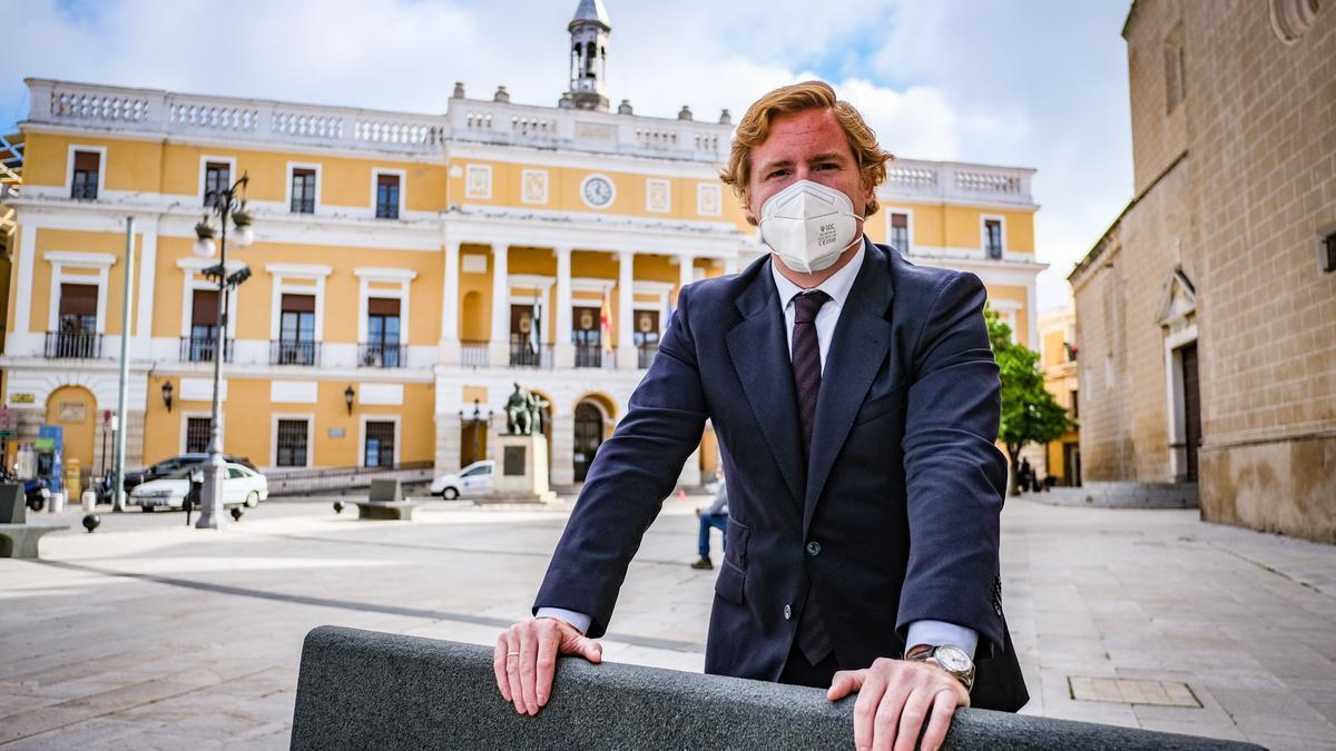 Ignacio Gragera, ayer, en la plaza de España de Badajoz.