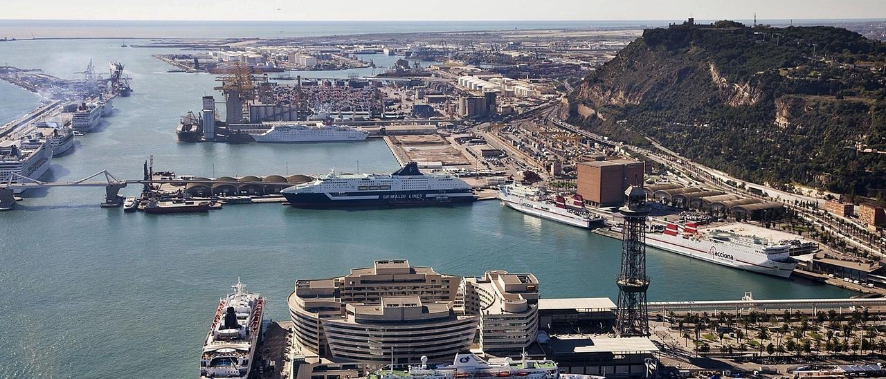 Imagen aérea del Puerto de Barcelona, con las terminales de mercancías en la parte superior. | PUERTO DE BARCELONA