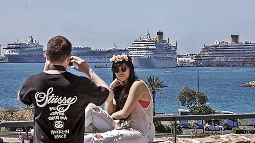 Diez mil firmas contra los cruceros en Palma