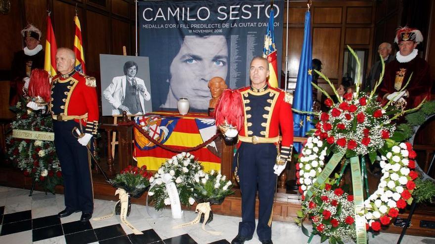 El hijo de Camilo Sesto confirma que las cenizas de su padre reposarán en el cementerio de Alcoi