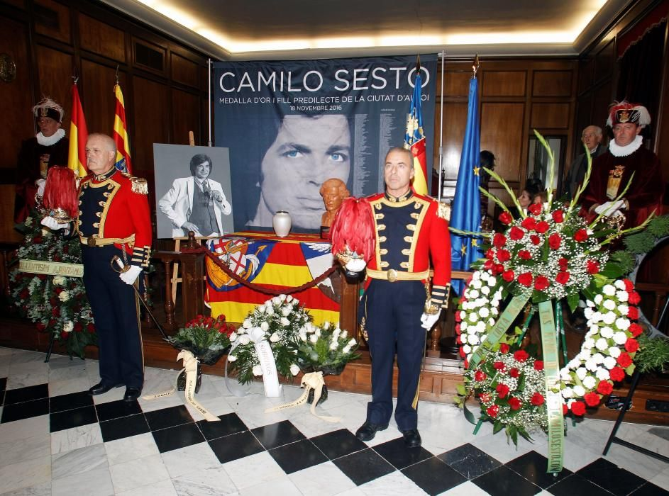 Alcoi instala la capilla ardiente de Camilo Sesto