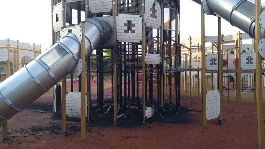 Wieder Brandstiftung in Palma: Feuerteufel zündeln auf Spielplatz