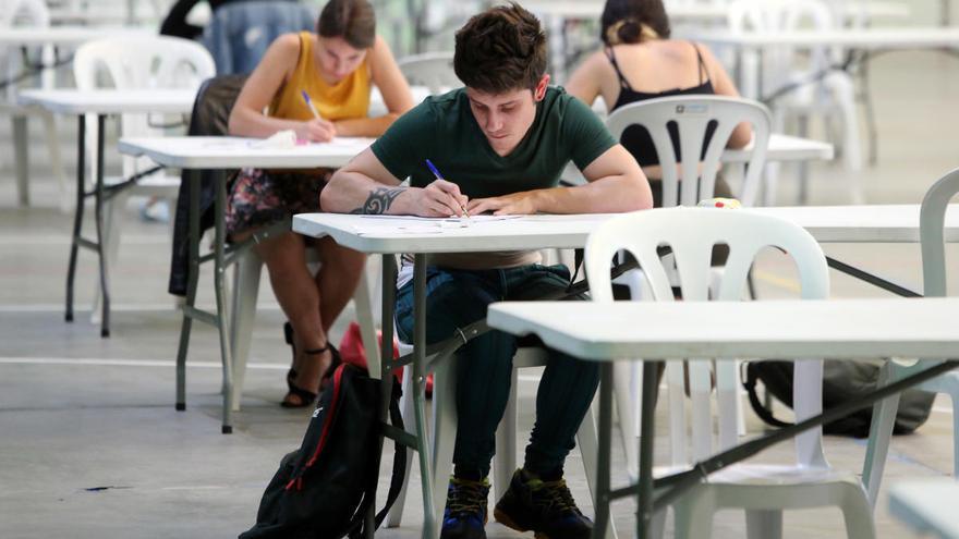 Miles de estudiantes gallegos conocerán en unas horas las notas de la selectividad en Galicia
