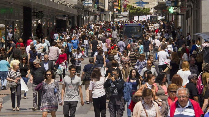 España compensa el efecto de la pandemia en la población con la llegada de inmigrantes