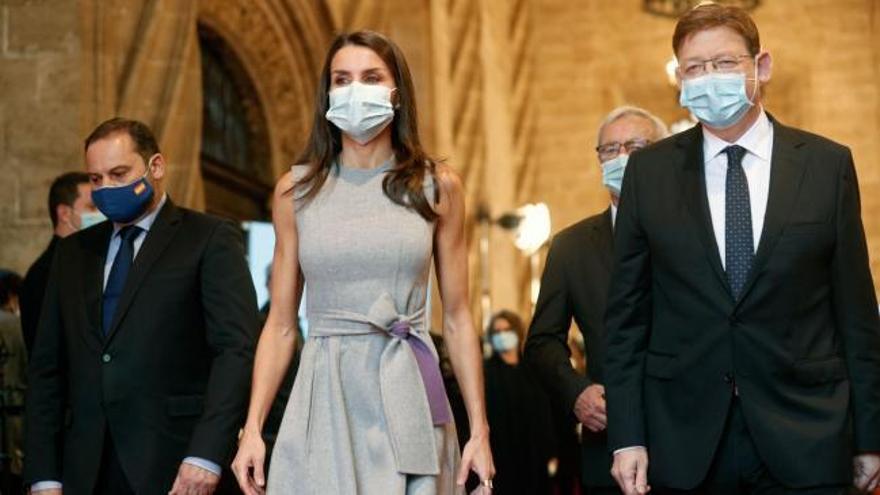 La reina Letizia sustituye al rey en la entrega de los Premios Jaume I en Valencia