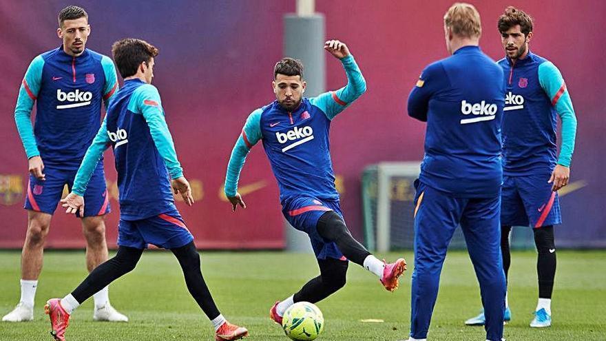 Koeman creu que la Lliga «encara  no s'ha escapat» per al Barcelona