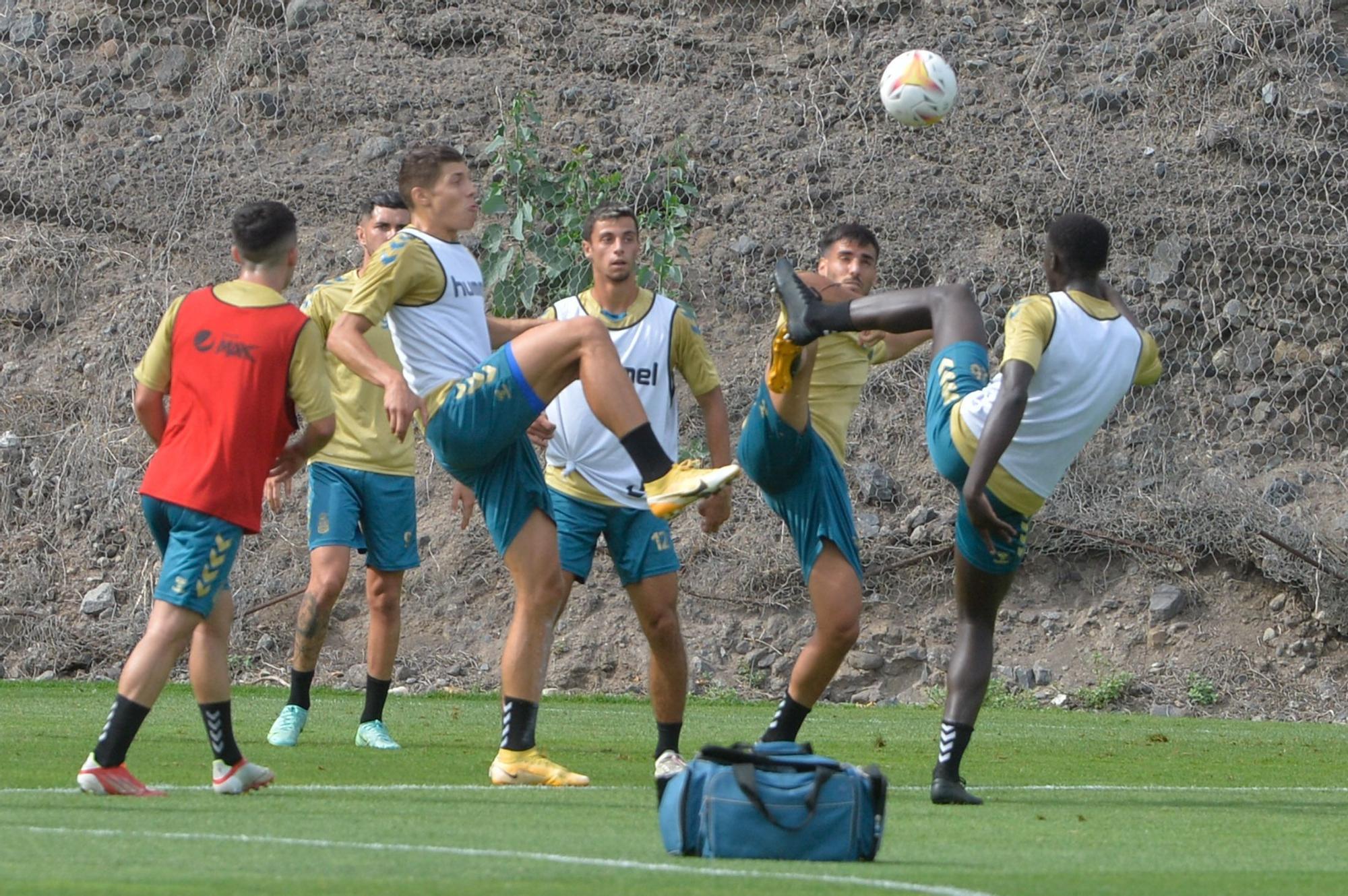 Entrenamiento de la UD Las Palmas en Barranco Seco (13/09/2021)