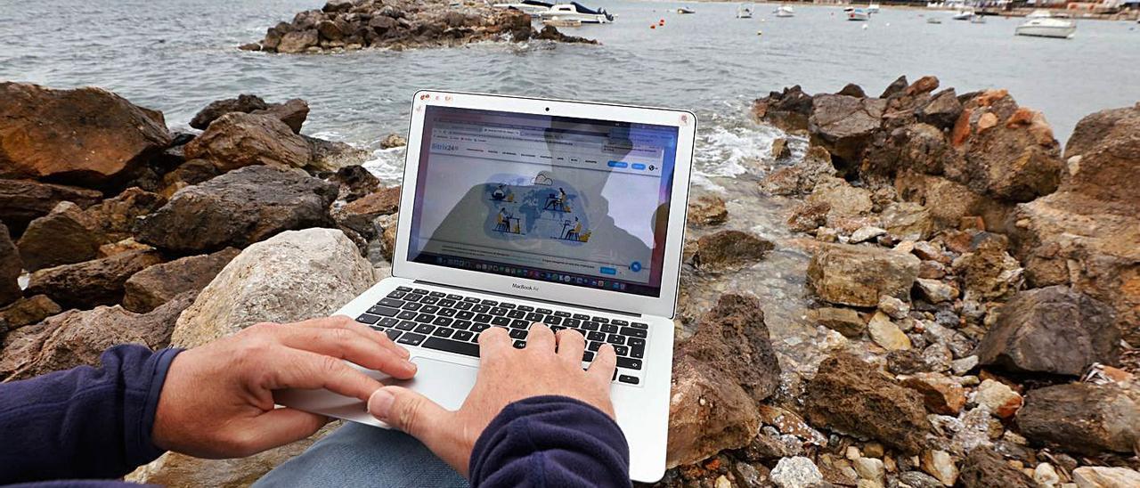 Teletrabajar en Ibiza, incomparablemente mejor que en una ciudad. | J.A.RIERA