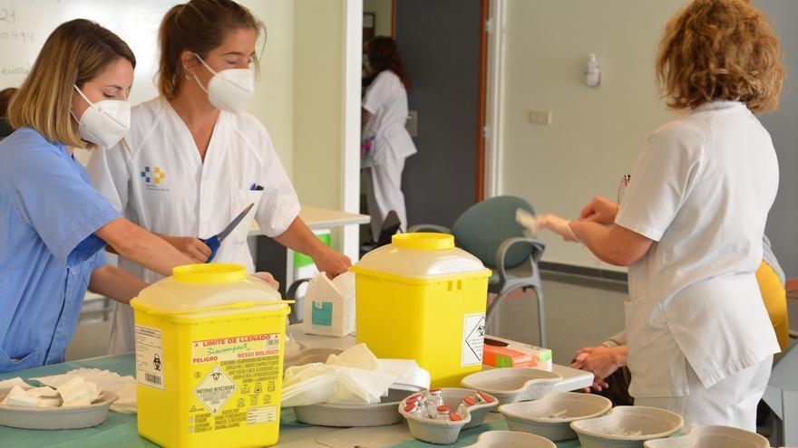 Canarias registra un nuevo récord de vacunación diaria con 35.150 dosis