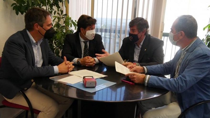 El Córdoba CF y el Ayuntamiento firman el acuerdo de patrocinio