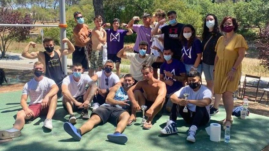 Sant Fruitós aplega quinze participants en una pionera competició de cal·listènia