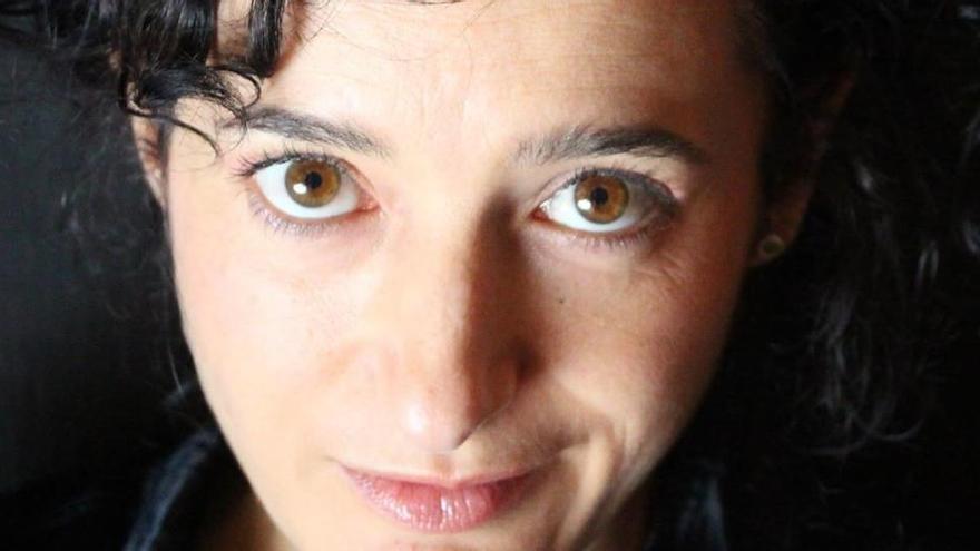 """Luisa Aguilar: """"En mi casa se puede comer paella, beber sidra, rematar con mezcal y tener puesto un altar de muertos"""""""