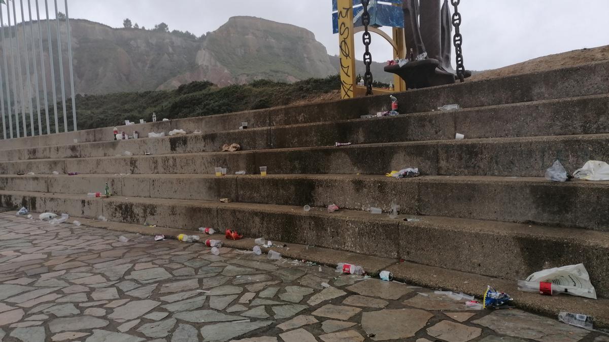 Acumulación de basura en La Peñona, esta mañana