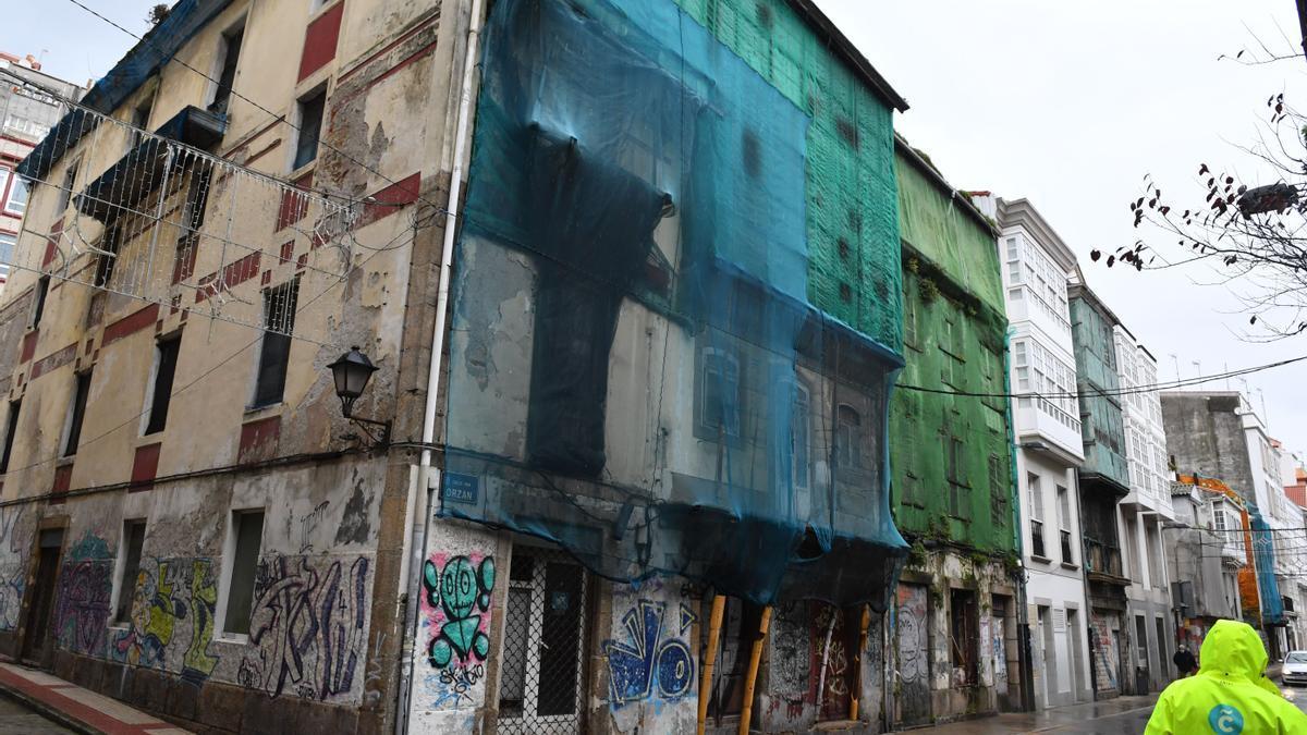 Edificios en ruinas en la calle del Orzán