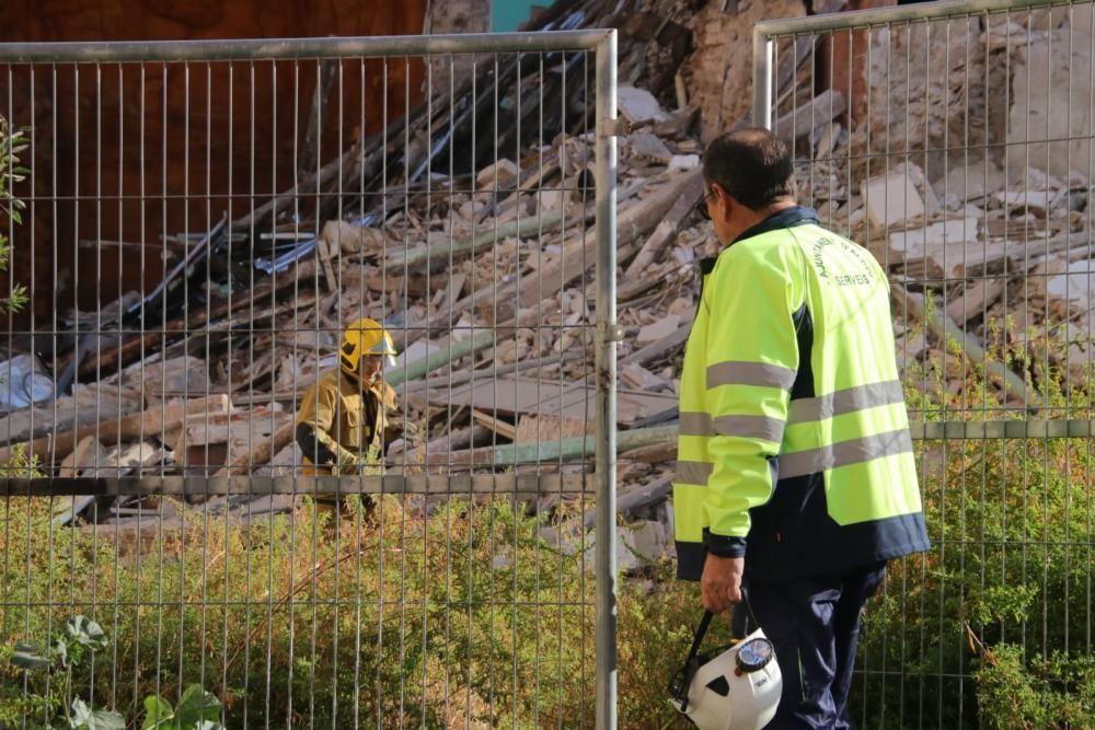 Buscan a una mujer entre los escombros del tercer edificio derrumbado en Alcoy por el temporal