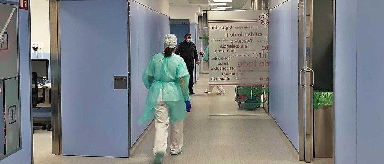 Una enfermera en Urgencias de Povisa.