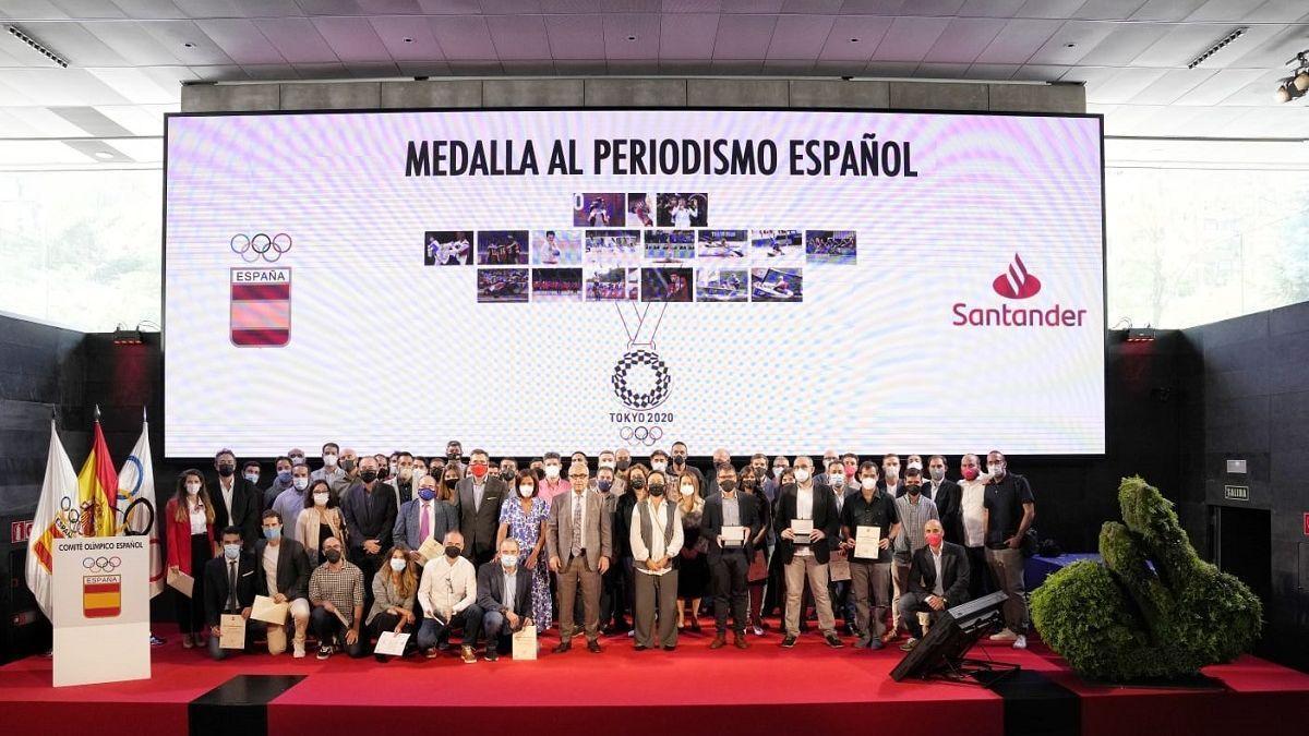 Foto de familia de la prensa premiada por el Comité Olímpico Español.