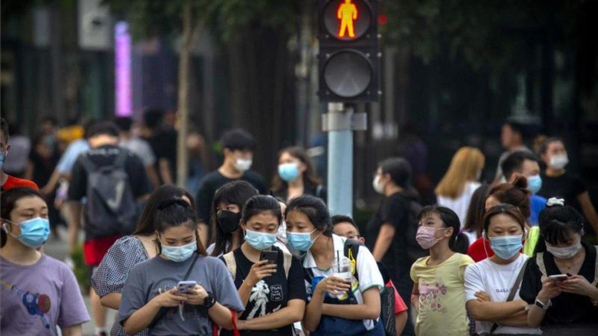 China registra otra vez más de cien nuevos contagios de COVID-19