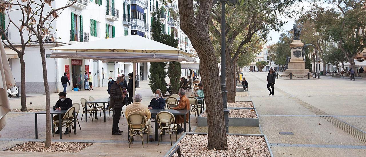 Una terraza del paseo Vara de Rey, en la ciudad de Eivissa. | VICENT MARÍ