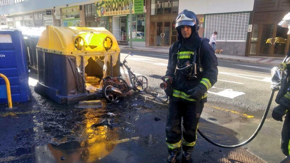 Arde una moto en Juan Manuel Durán