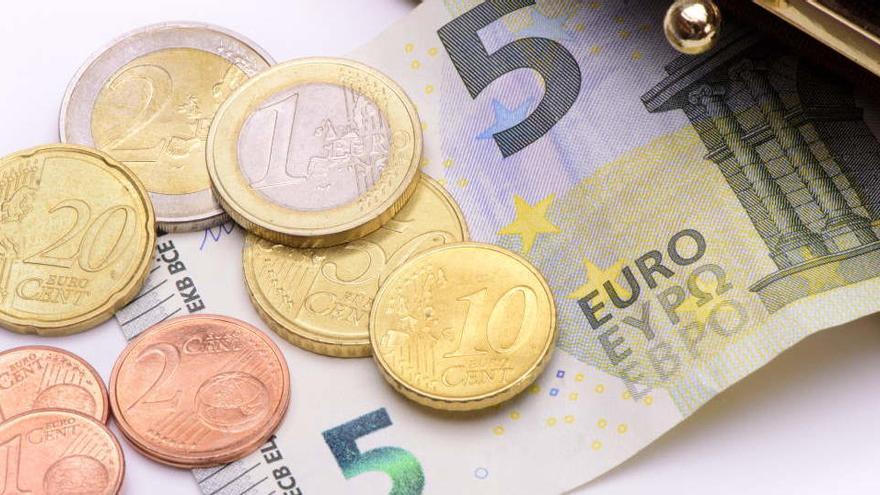 La CE plantea una subida del SMI que en España implicaría llegar a 1.200 euros