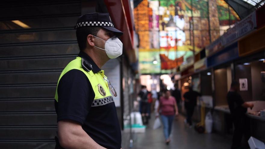La Policía Local de Málaga reforzará vigilancia para evitar botellones el primer fin de semana de cierre actividad