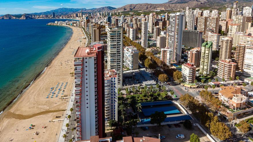 Benidorm y Torrevieja, entre las ciudades españolas donde más cayó el alquiler en 2020