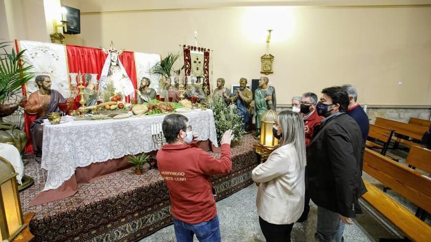 Exposición de los pasos de la Santa Cena en la parroquia de María Auxiliadora