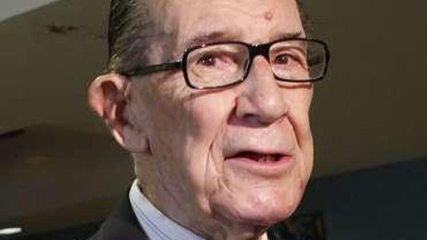 "El economista Juan Velarde gana el premio internacional ""Menéndez Pelayo"""