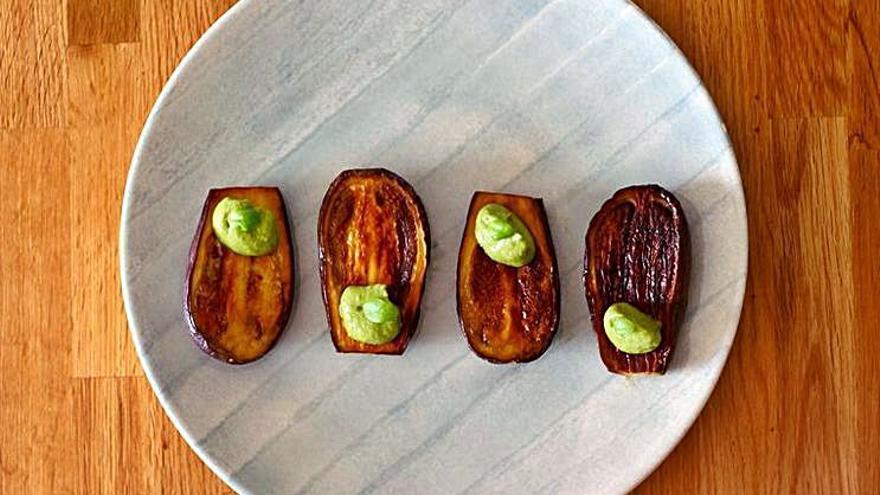 Cocina fresca   Berenjenas a la plancha con pesto de aguacate