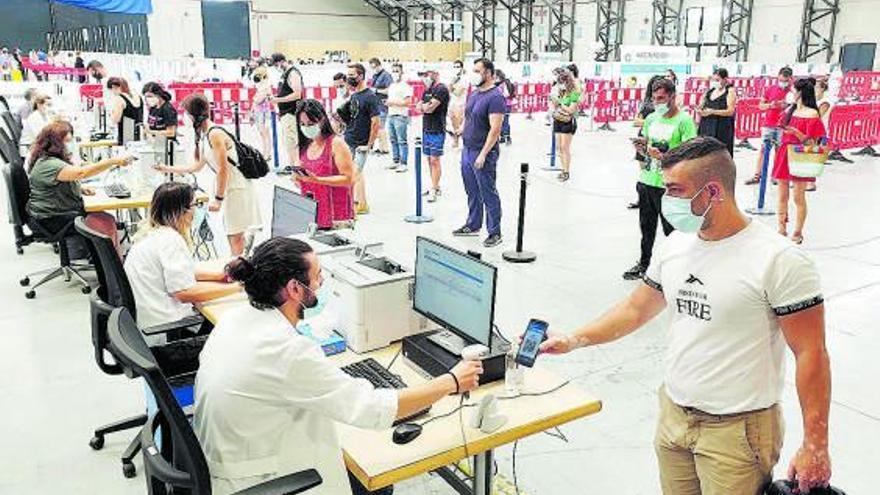 Galicia supera los 10.000 casos activos y los críticos se duplican en una semana