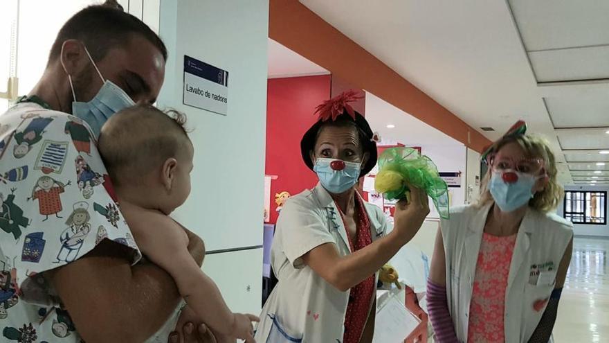 Las payasas de Sonrisa Médica vuelven al Hospital Can Misses de Ibiza después de cuatro meses