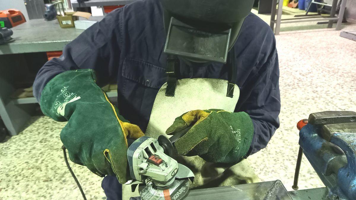 Un curso de la ADLE formará a 15 desempleados en el sector industria