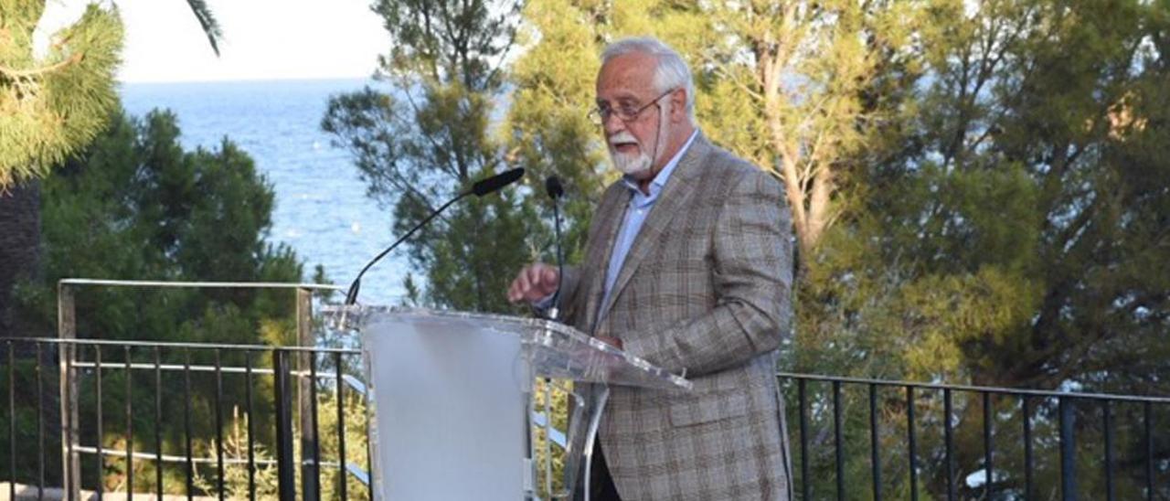 El escritor Luis del Romero en el centenario Carmelina Sanchez-Cutillas.